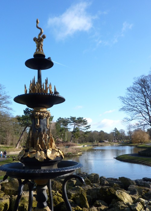04-hesketh-park-fountain-and-lake.jpg