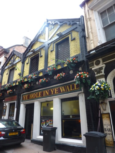 27-liverpool-hole-in-wall.jpg