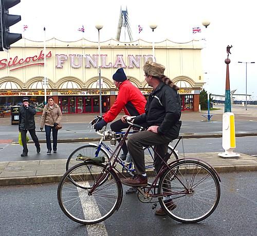 04-southport-old-bike.jpg