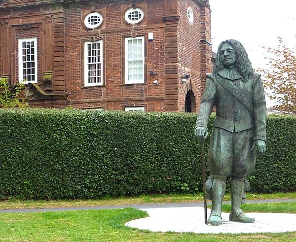 19 Hale statue