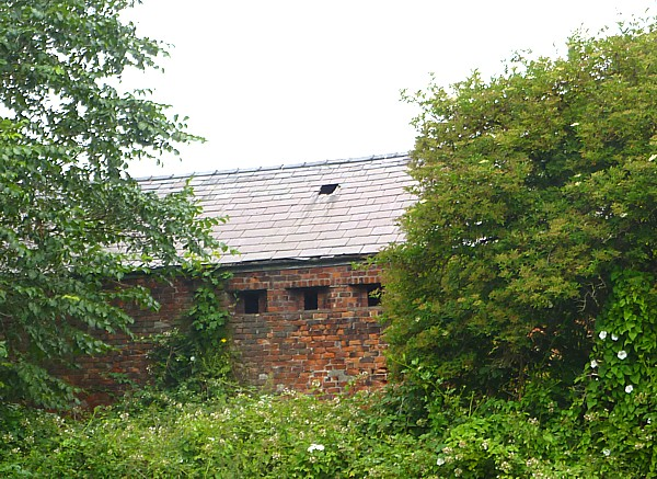 27 Canal 5 fortified barn