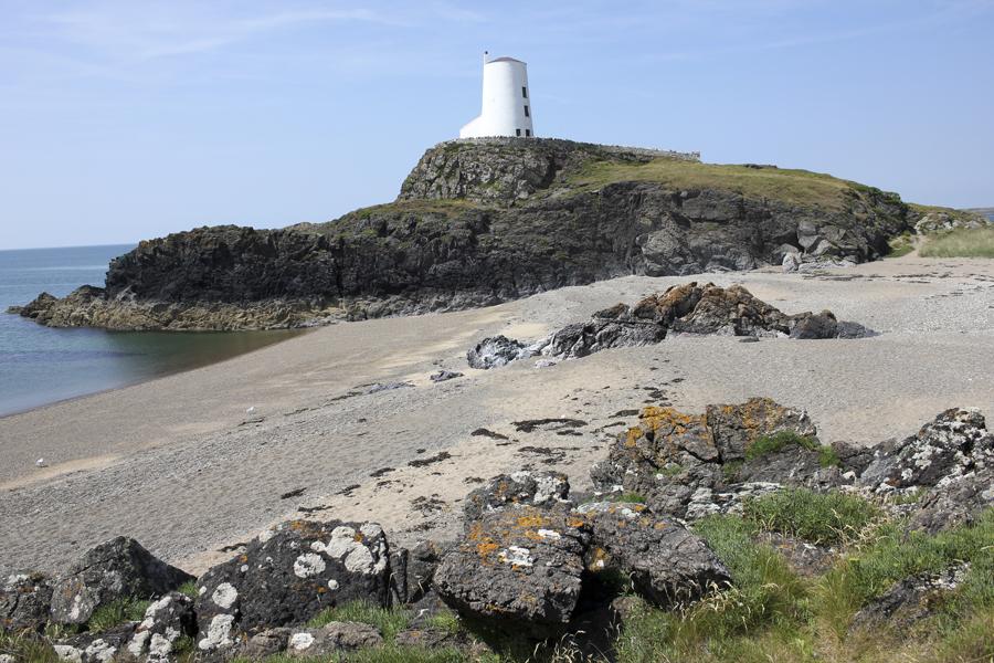 MNA Llanddwyn Lighthouse1