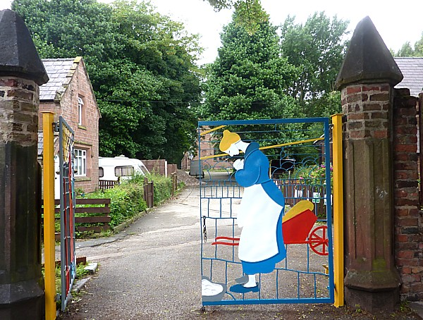 25 Walton farm gate