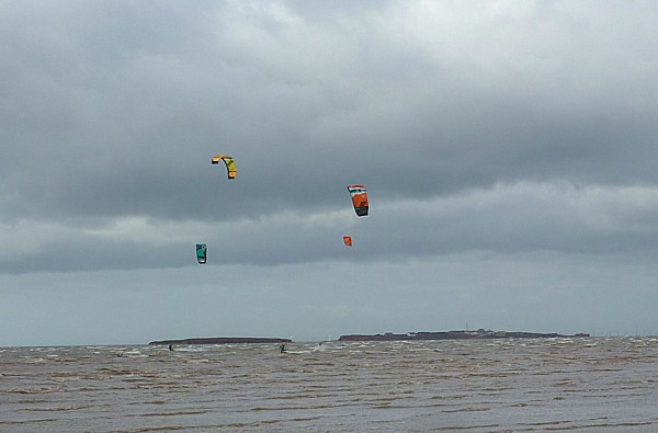 42 West Kirby kites over Hilbre