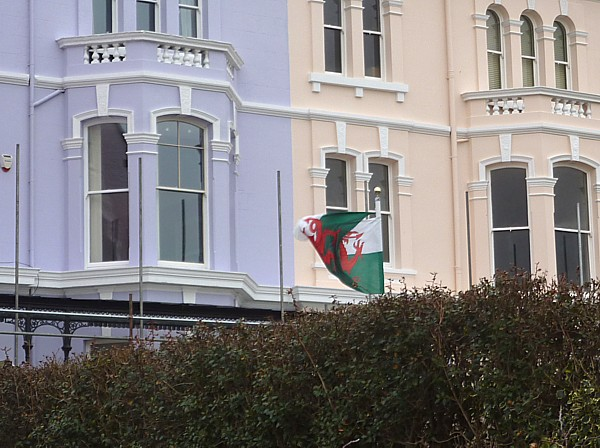 07 Waterloo welsh flag