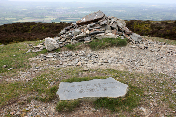 MNA Penycloddiau Burial Mound1