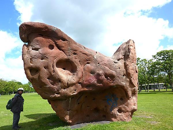 22 Widnes climbing boulder