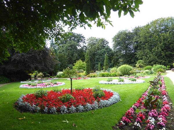 30 Calderstones flower beds