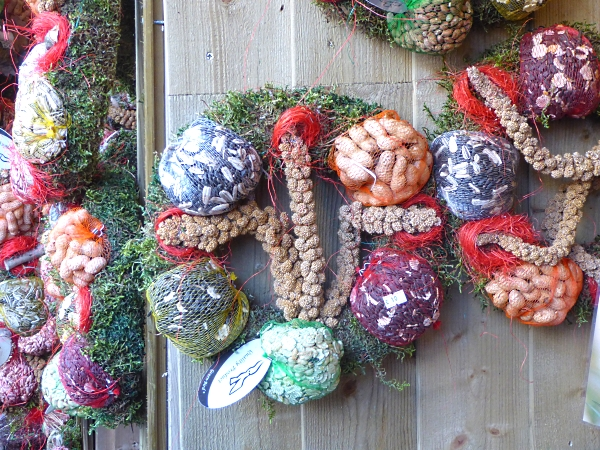 43-chester-bird-food-wreaths